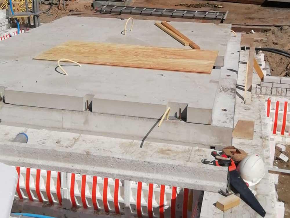 Koeleman Bouw Garages en kelders Nieuwbouw villa met bijzonder metselwerk inclusief hout